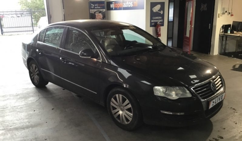 Volkswagen Passat 1.6 FSI Highline full